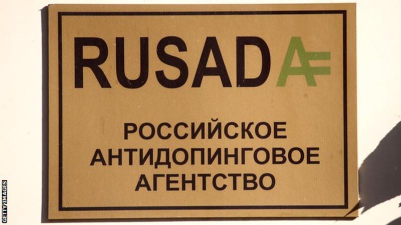 Placa do prédio da RUSADA, em Moscou.