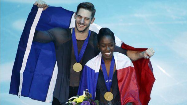 Vanessa James e Morgan Cipres com suas medalhas de ouro.