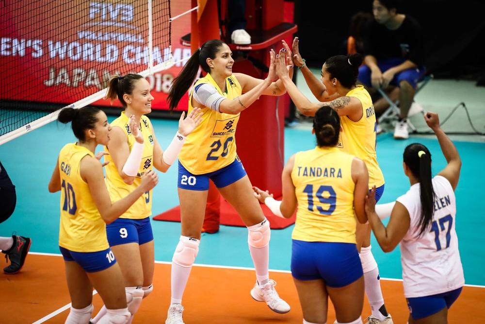 Meninas do Brasil comemoram jogo do Campeonato Mundial