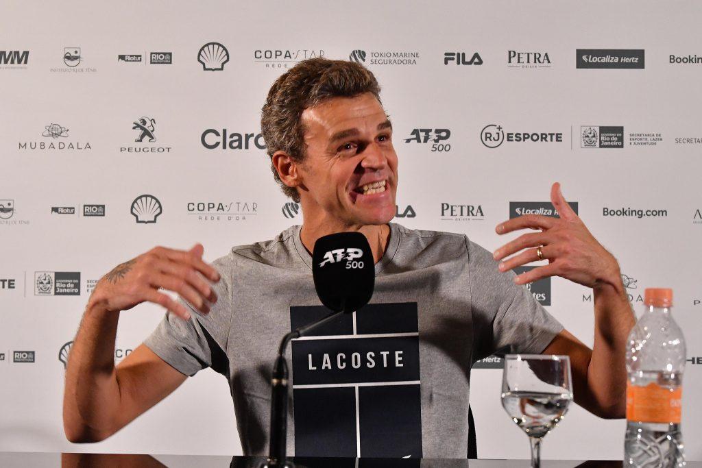 Guga em coletiva de imprensa no Rio Open