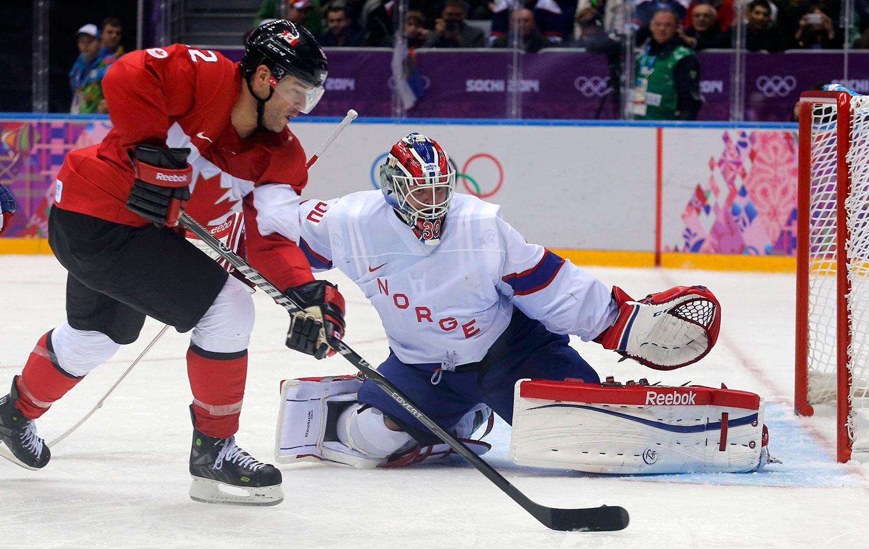 Canadá e Noruega em disputa do Hóquei no Gelo