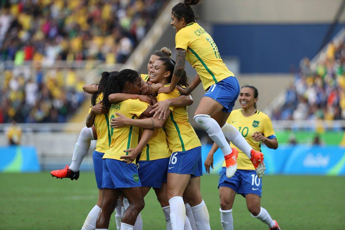 Seleção feminina de futebol do Brasil enfrenta Inglaterra pela She Believes.