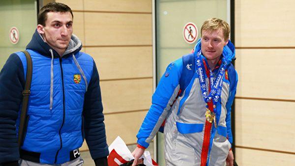 Esquiadores russos são suspensos por doping