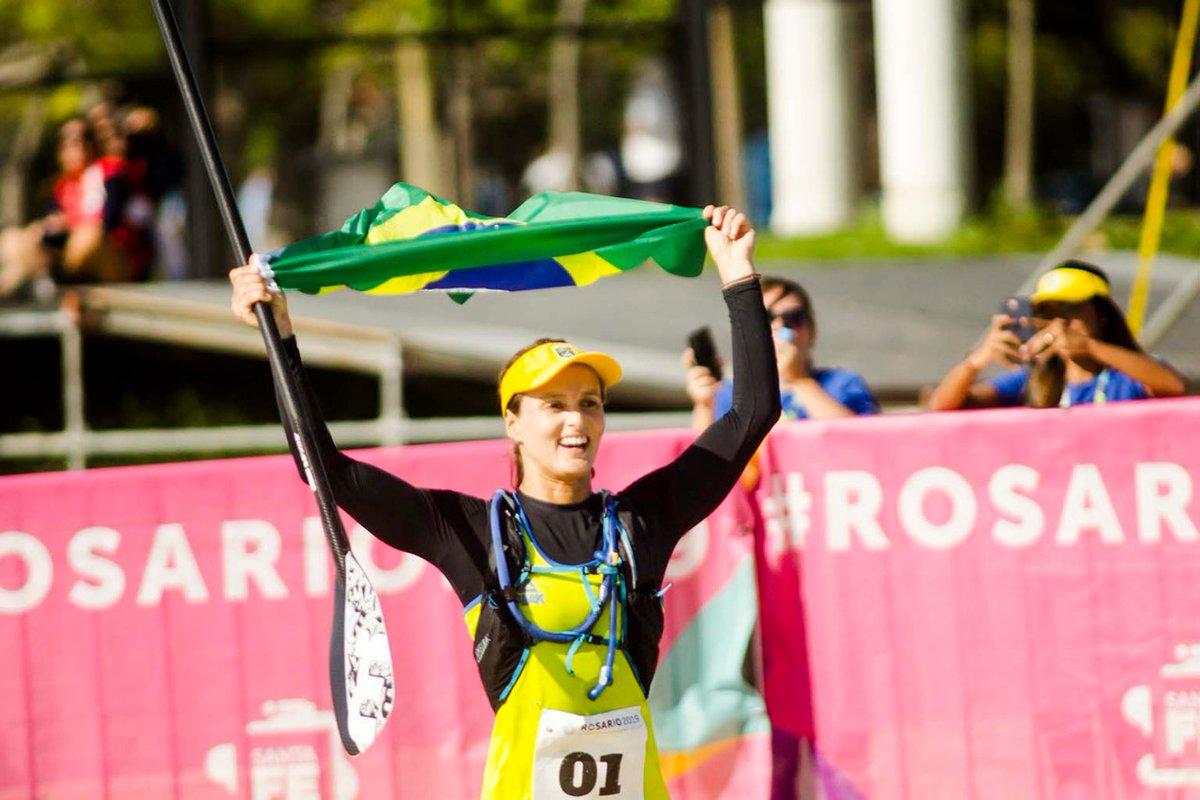 Lena Guimarães Ribeiro é ouro no surfe com remo