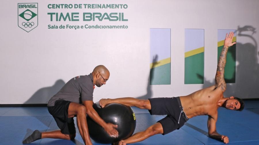 Gabriel Medina em treino no CT Time Brasil