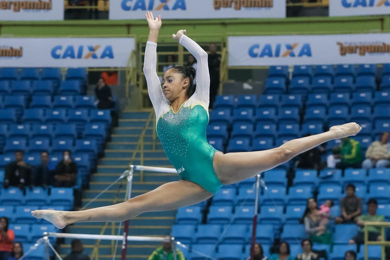 A ginasta Carolyne Pedro é a única representante do Brasil na etapa de Tóquio da Copa do Mundo de Ginástica Artística, que acontece neste sábado (7) na capital japonesa.