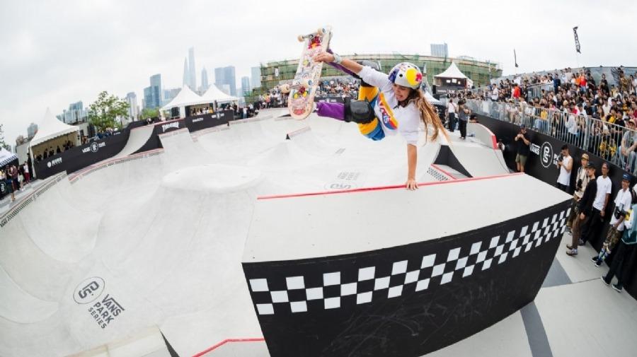 Yndiara Asp e Luizinho são bronze na etapa de Xangai de skate park