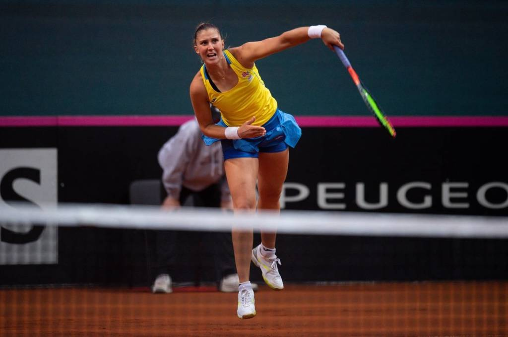 Bia Haddad perde match-point, se lesiona e desiste de Roland Garros