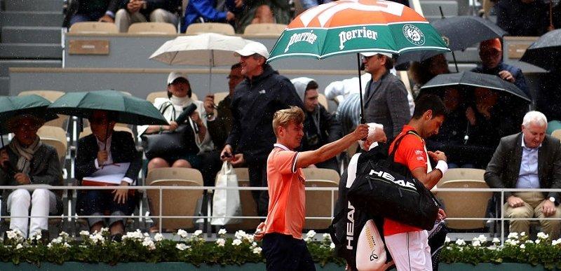 Roland Garros: partida entre Djokovic e Thiem é adiada