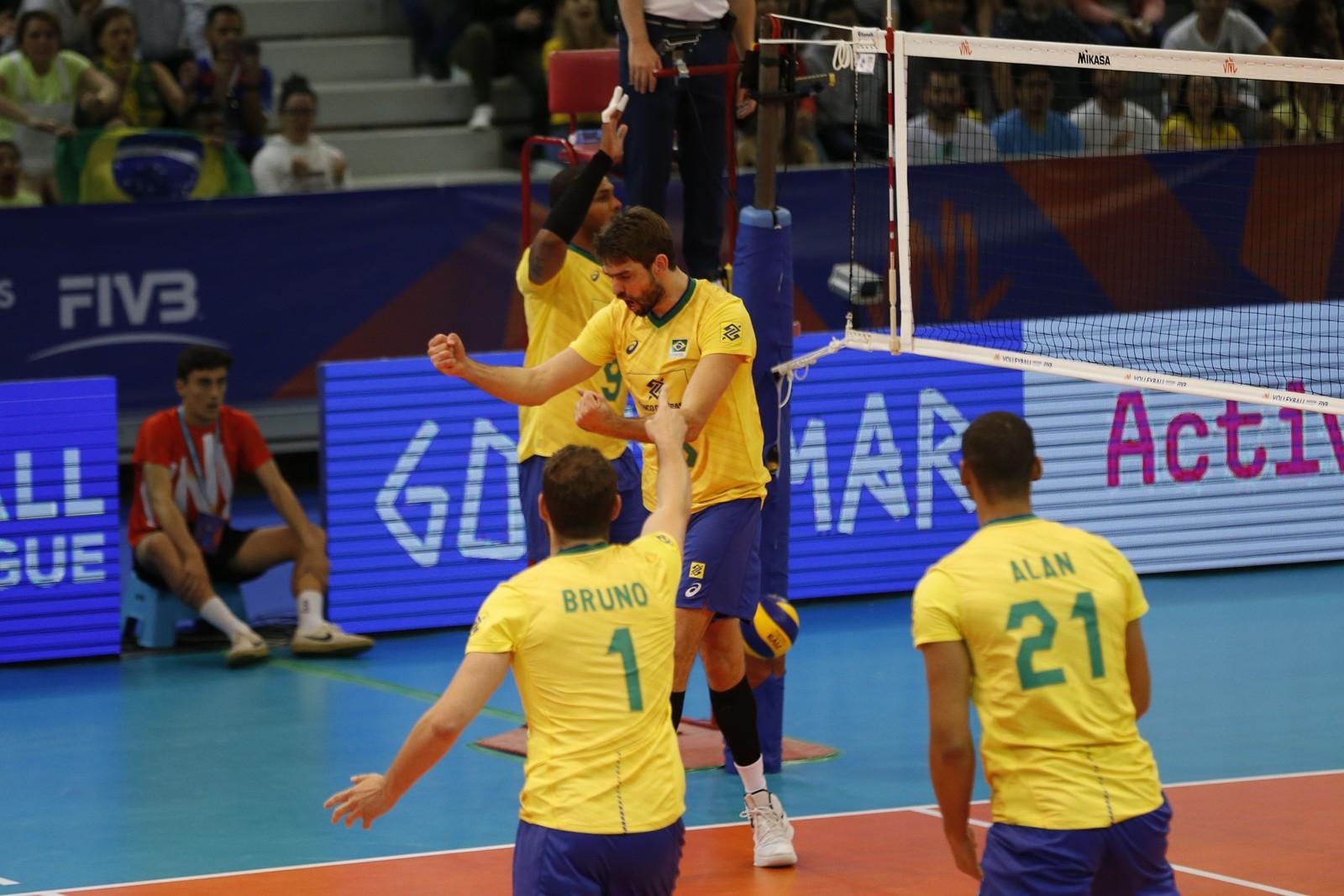 Brasil bate Portugal e assume a vice-liderança da Liga das Nações de vôlei