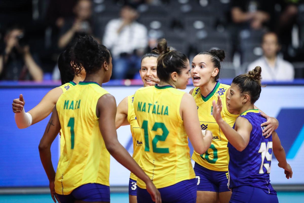Brasileiras encerraram a quarta semana com vitória sobre as sérvias por 3 sets a 0, em Tóquio, no Japão