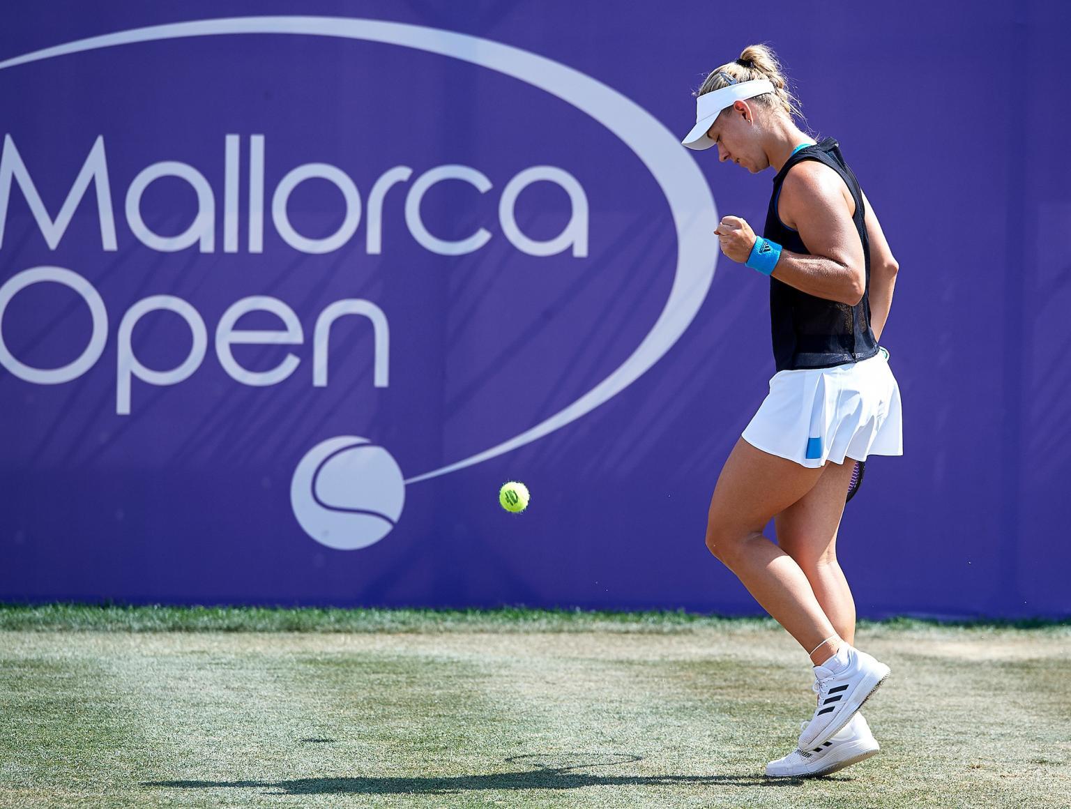 Kerber domina Sharapova e faz quartas em Mallorca