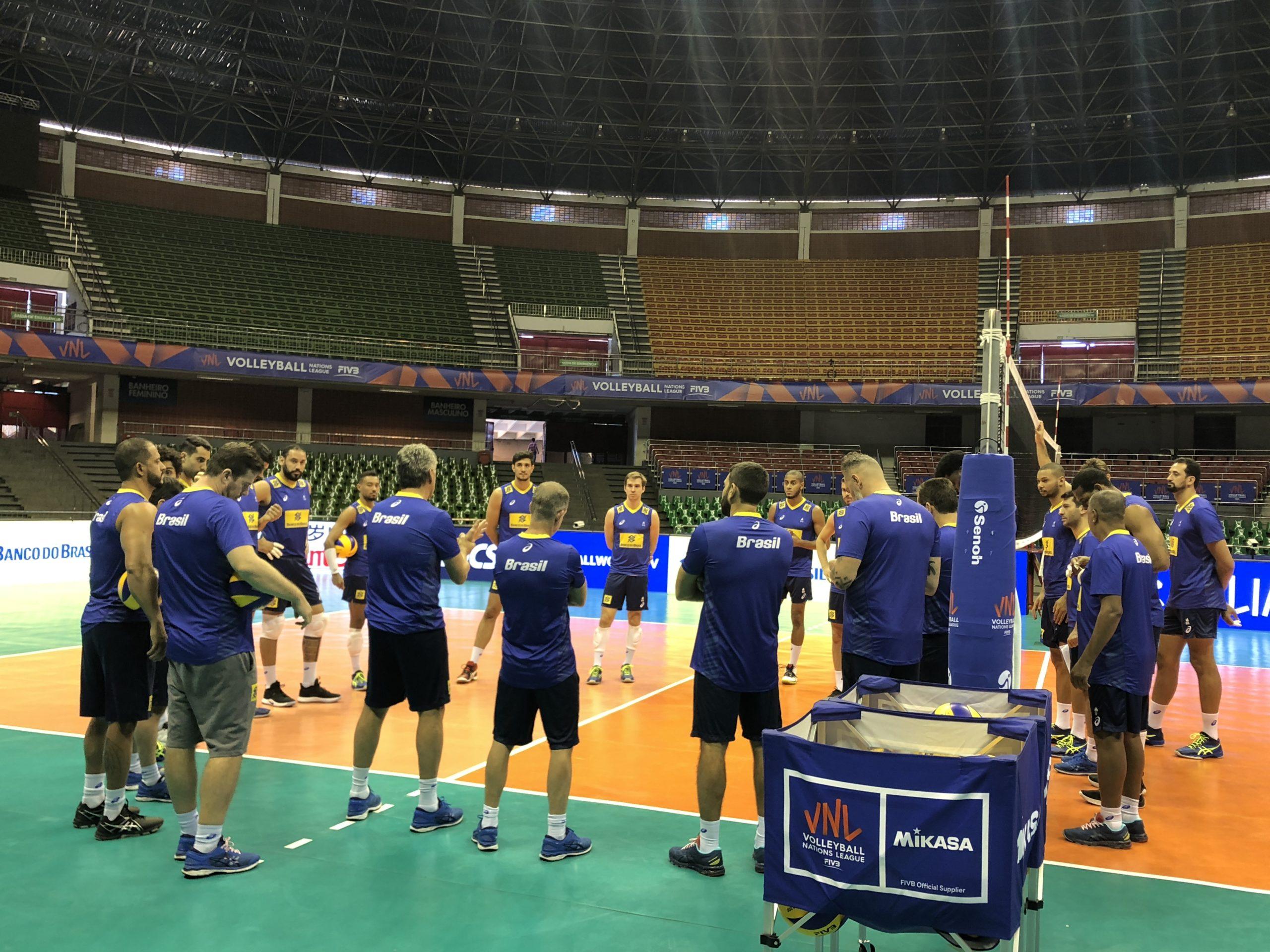 Seleção masculina faz primeiro treino em Brasília, onde disputa a última etapa da VNL