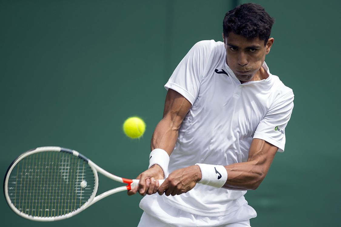 Monteiro vence mais uma e está a uma vitória da chave principal de Wimbledon
