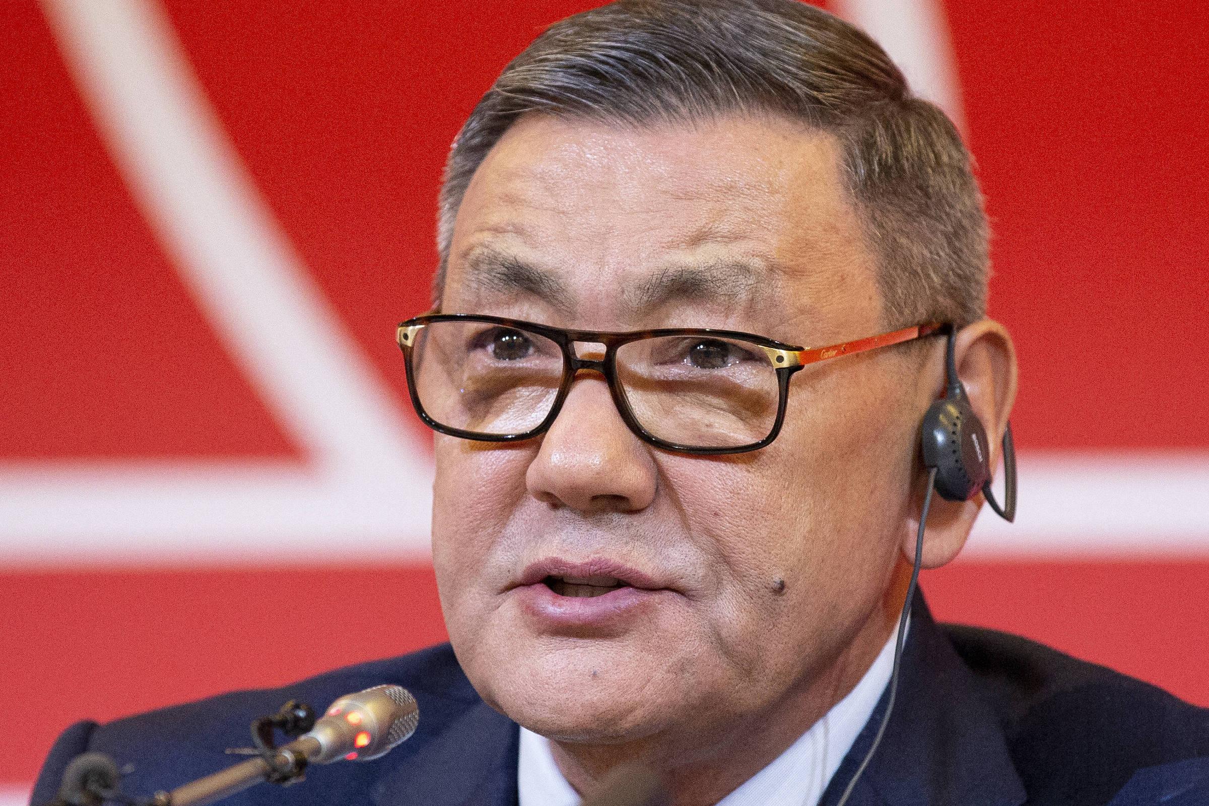 Sob acusações, Rakhimov renuncia oficialmente à presidência da Aiba