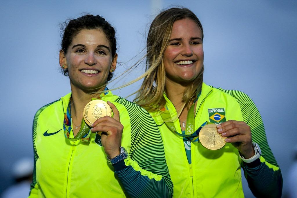 Martine Grael e Kahena Kunze serão as porta-bandeiras do Brasil no Pan de Lima
