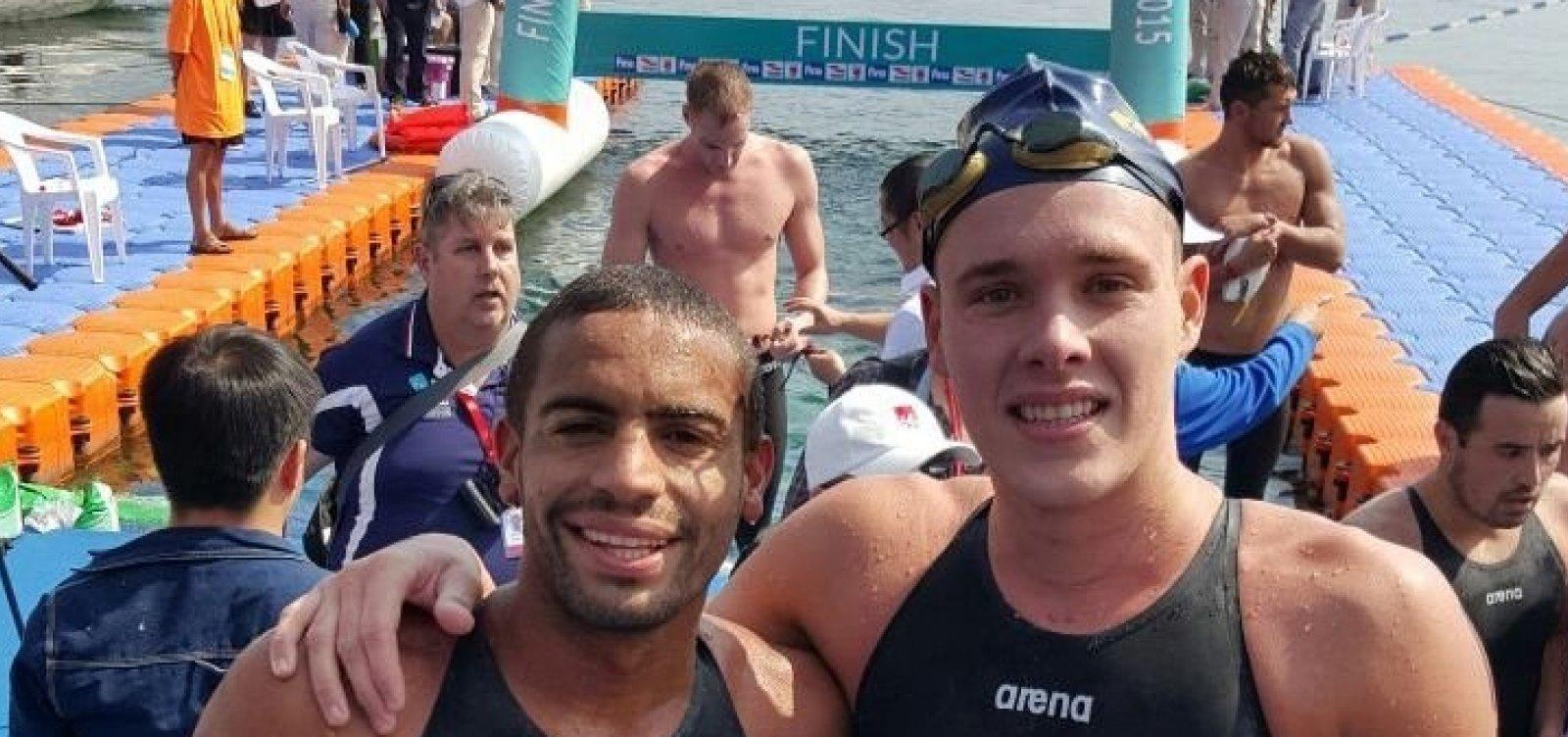 Os brasileiros Allan do Carmo e Victor Colonese não conseguiram terminar a prova dos 10 km em águas abertas entre os dez