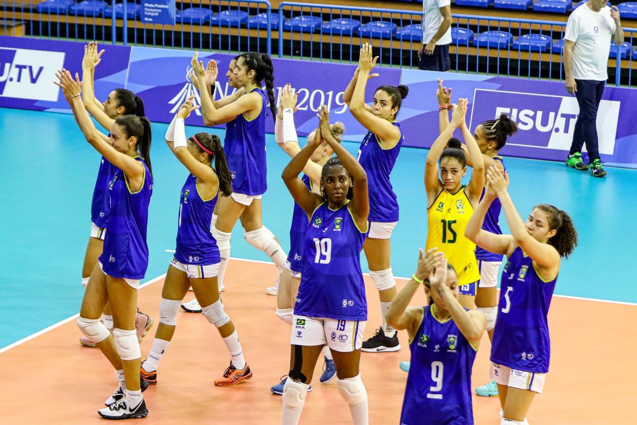 Seleção feminina de vôlei estreia com vitória na Universíade de Nápoles