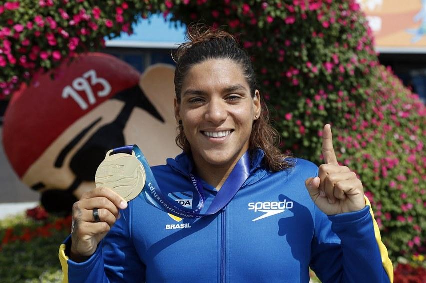 Ana Marcela brilha nos 5km e se torna a maior campeã das maratonas aquáticas em mundiais