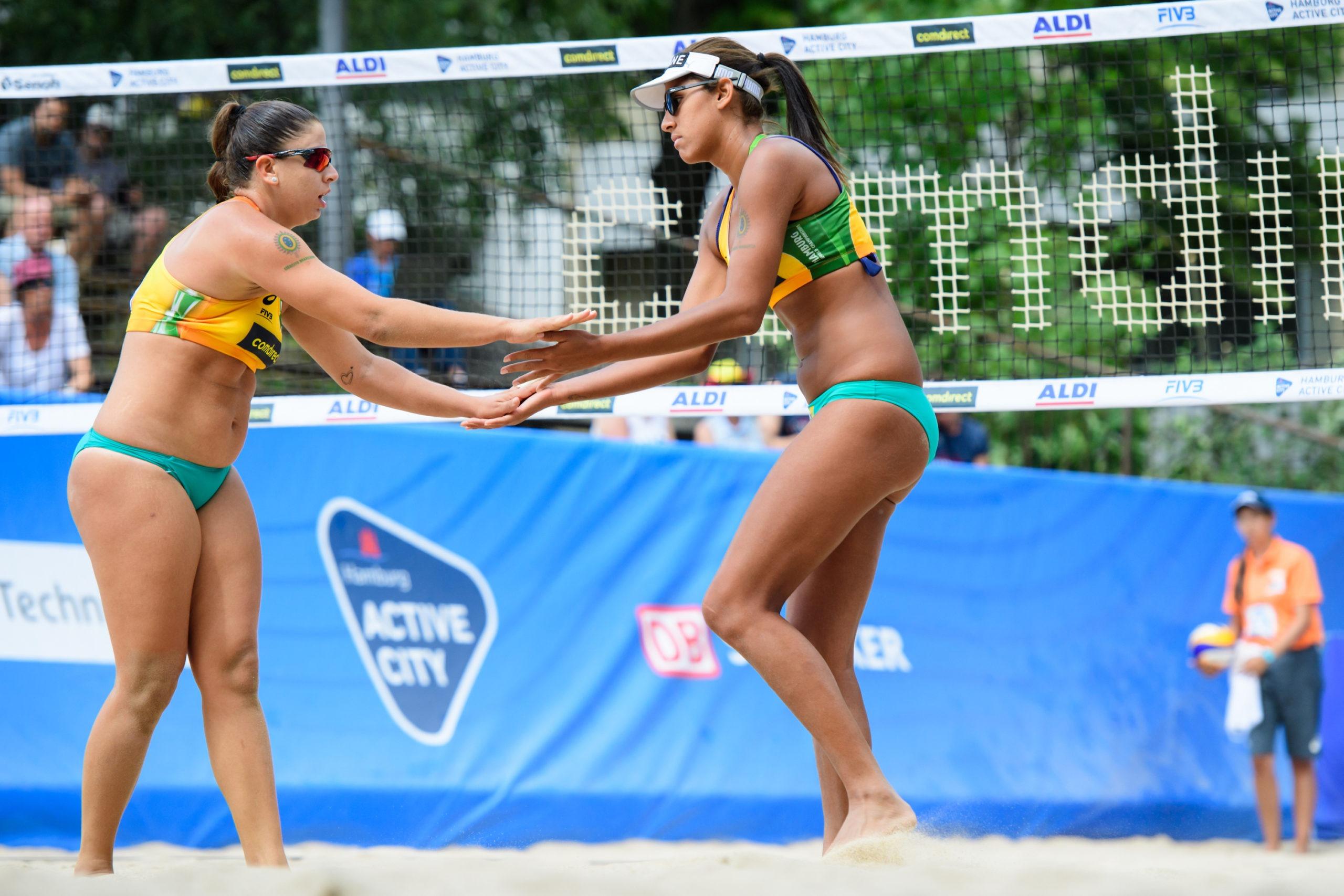 Mundial de vôlei de praia: Brasil vence mais três jogos no feminino