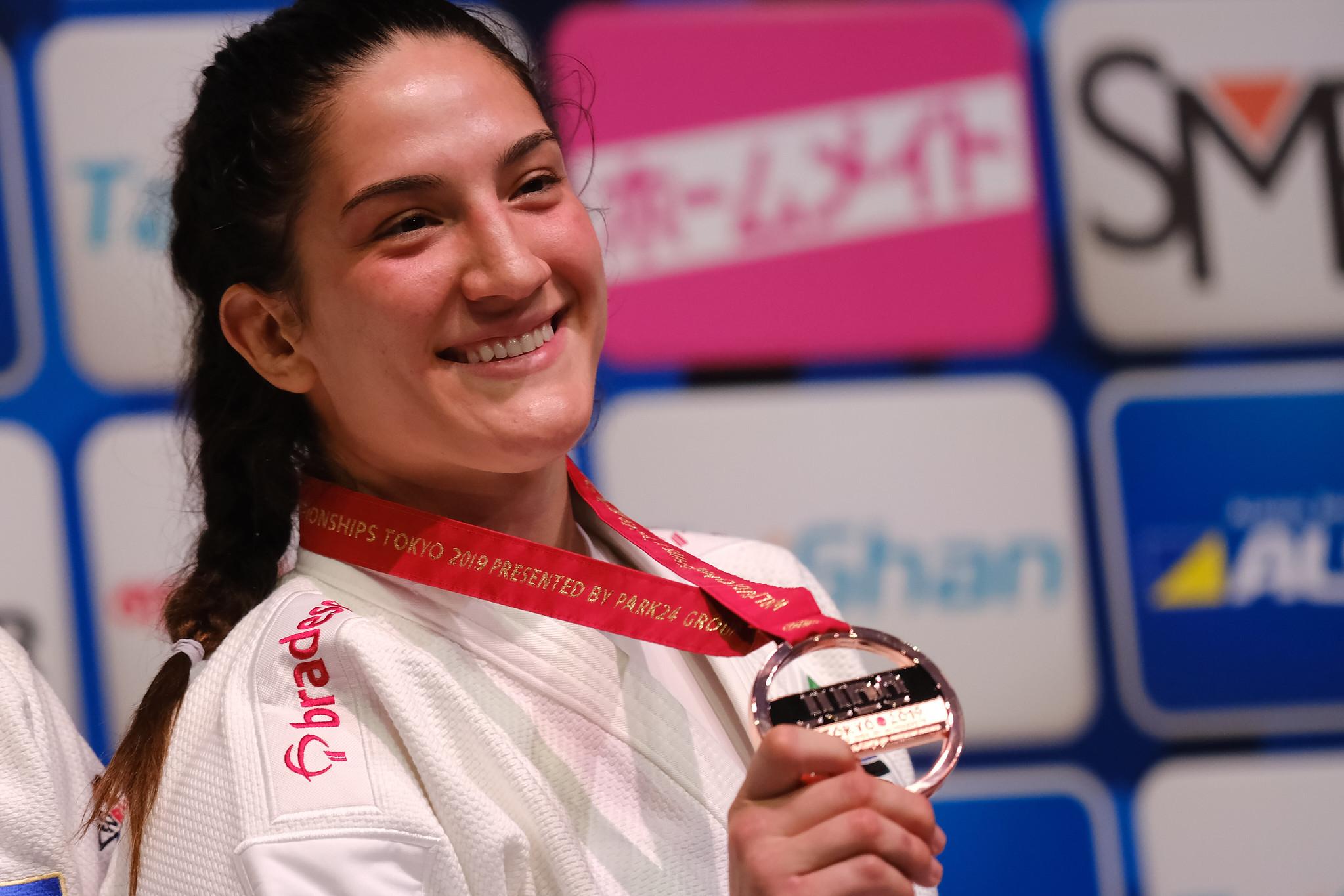 Mayra Aguiar fica com o bronze no Mundial de judô