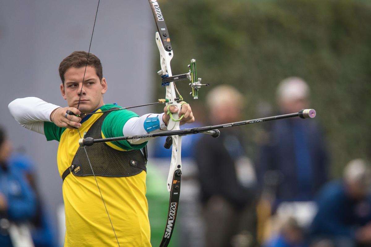 O brasileiro Marcus D'Almeida conquistou a medalha de prata, neste domingo (11), no arco recurvo, nos Jogos Pan-americanos de Lima.
