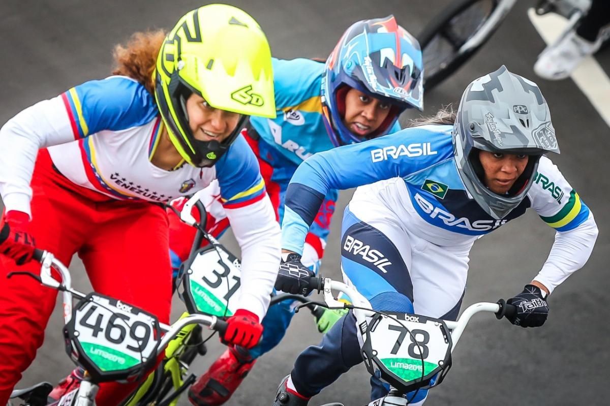 Brasileiros conquistam medalhas no BMX race