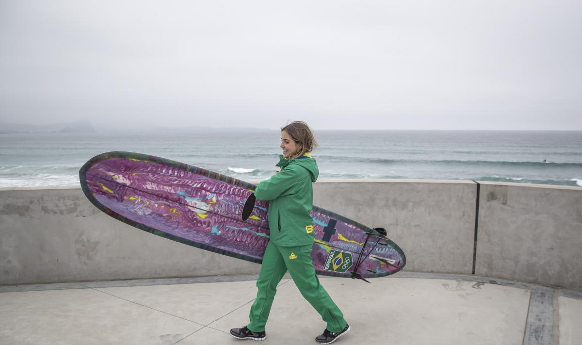 Chloé Calmon se classifica para a final do longboard em Lima