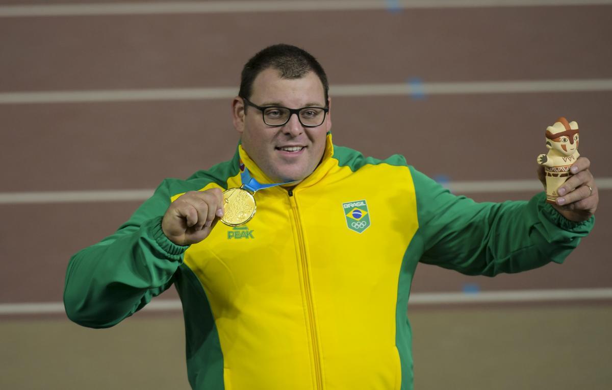 Darlan Romani é de ouro em Lima com quebra de recorde pan-americano