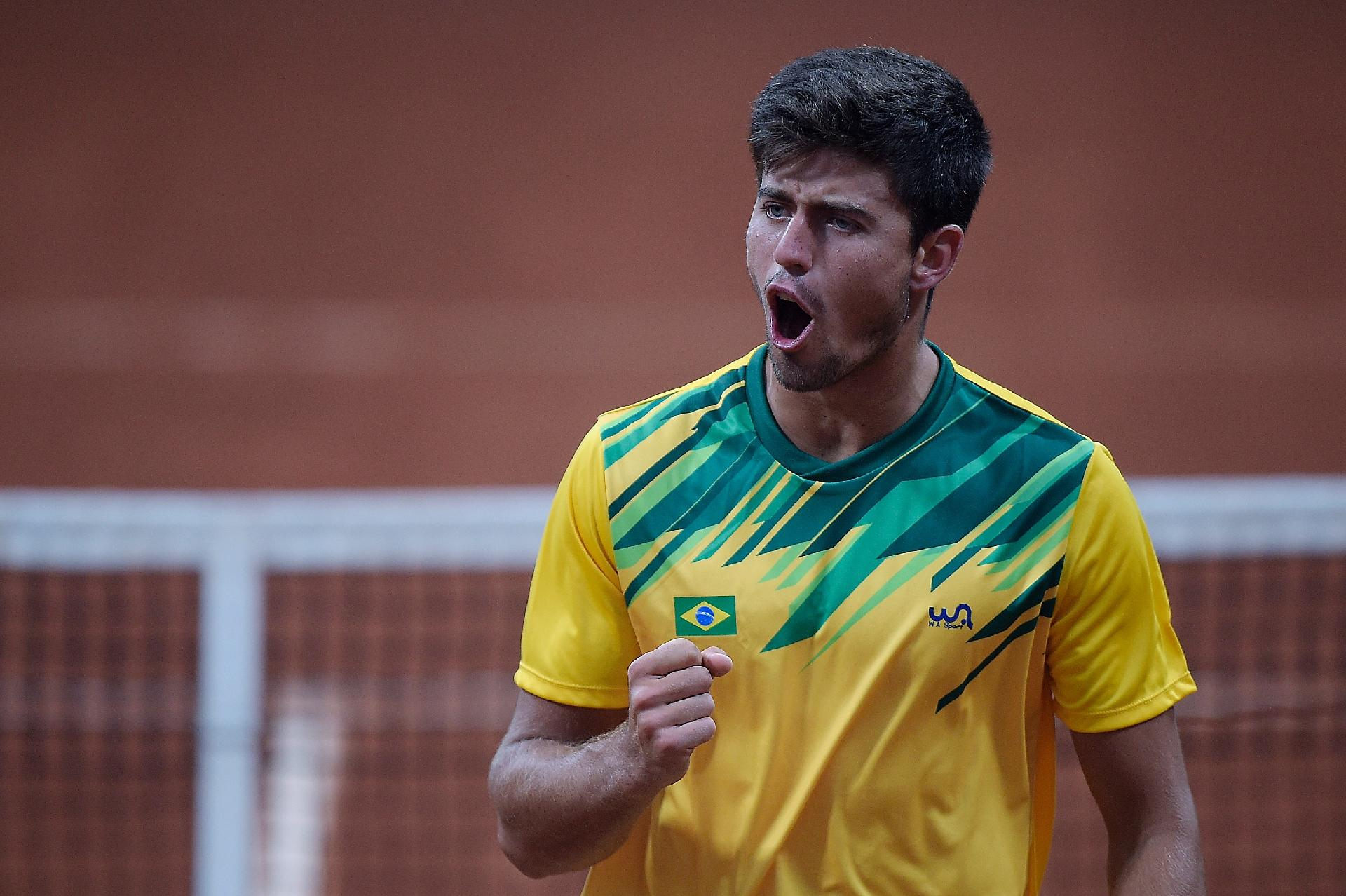 João Menezes supera chileno e fica com o ouro em Lima