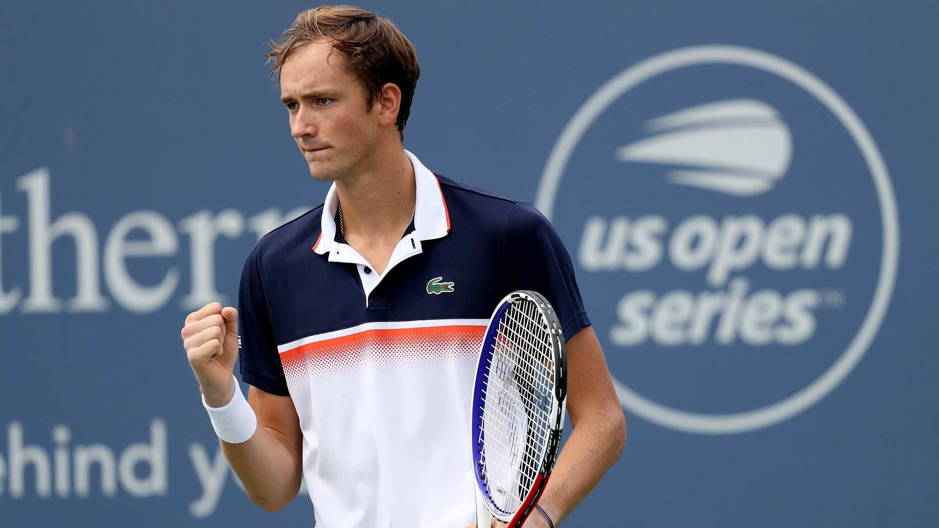Medvedev passa por Djokovic e faz final contra Goffin em Cincy