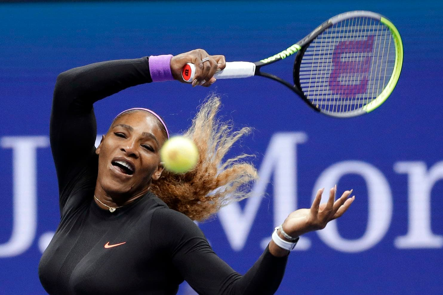 Serena Williams atropela Wang Qiang e está na semifinal do US Open