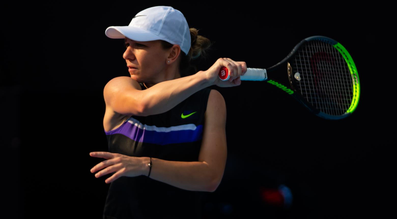 Simona Halep em jogo contra a sueca Rebecca Peterson no WTA Premier Mandatory de Pequim