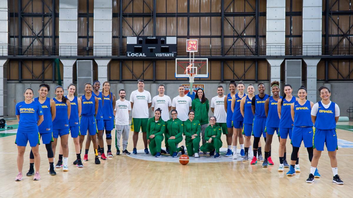 Seleção feminina de basquete faz preparação para Copa América no Rio de Janeiro
