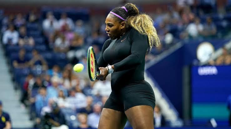 Jornalista romeno é multado por comparar Serena Williams a um macaco