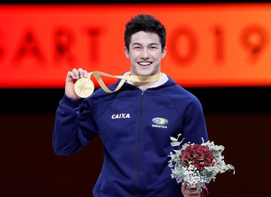Arthur Nory brilha e conquista o ouro mundial na barra fixa