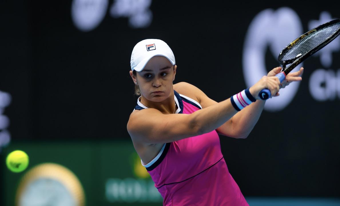 Barty derrota Kvitová e garante semifinal inédita em Pequim