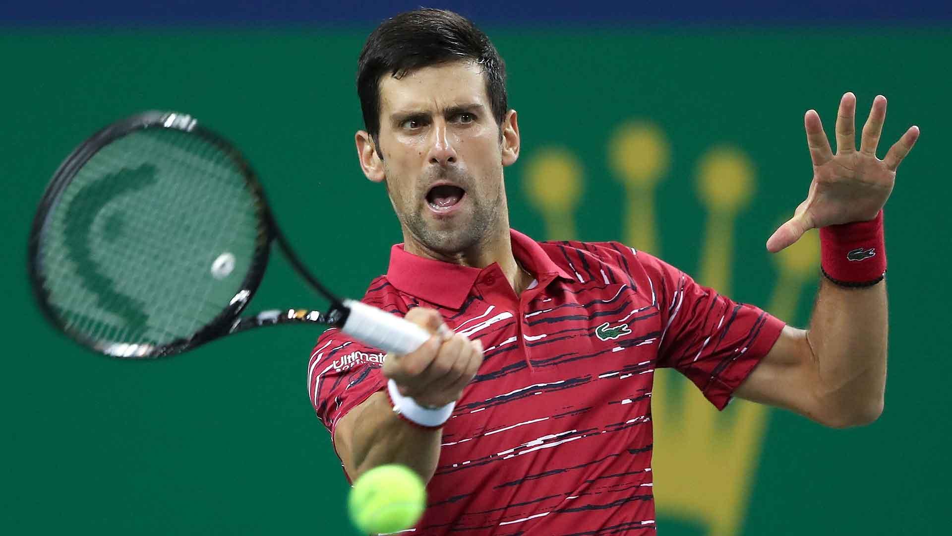 Djokovic derrota Isner e vai às quartas em Xangai
