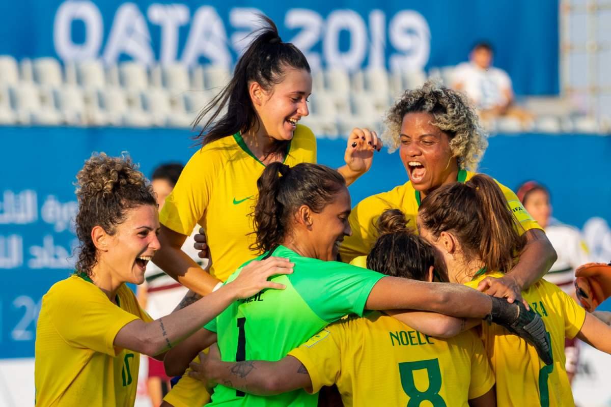 Seleção feminina é bronze no futebol de areia em Doha