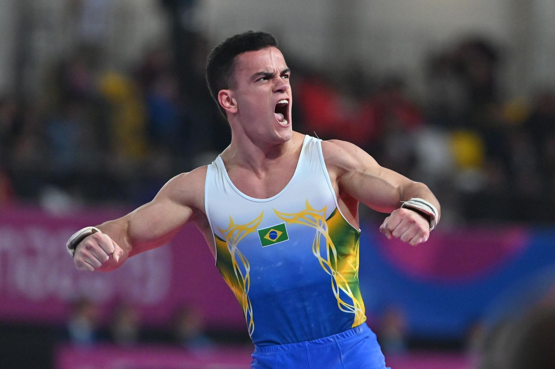 Caio Souza briga por medalhas no individual geral em Stuttgart