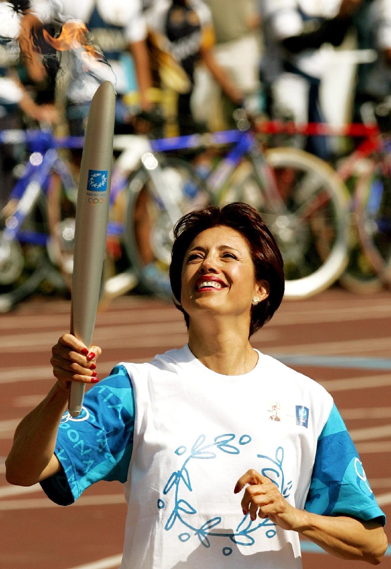 Enriqueta Basilio, primeira mulher a acender a pira olímpica, morre aos 71 anos
