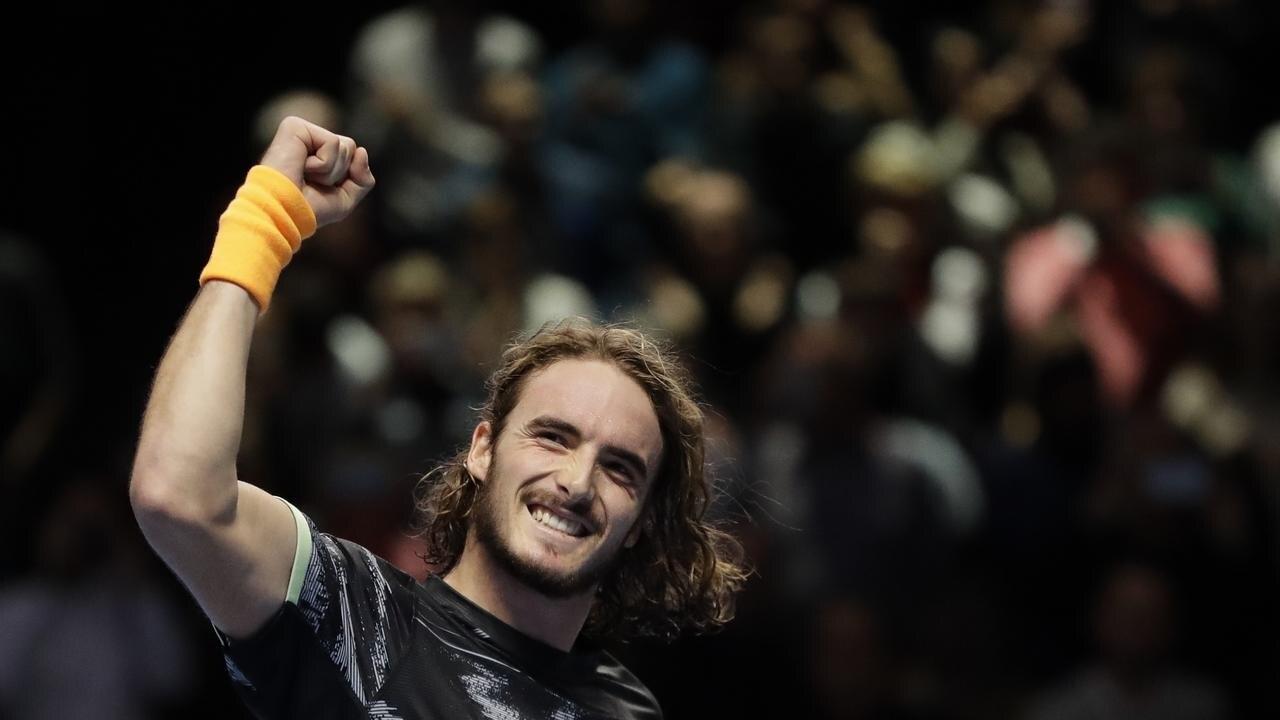 Tsitsipas derrota Federer e está na final do ATP Finals