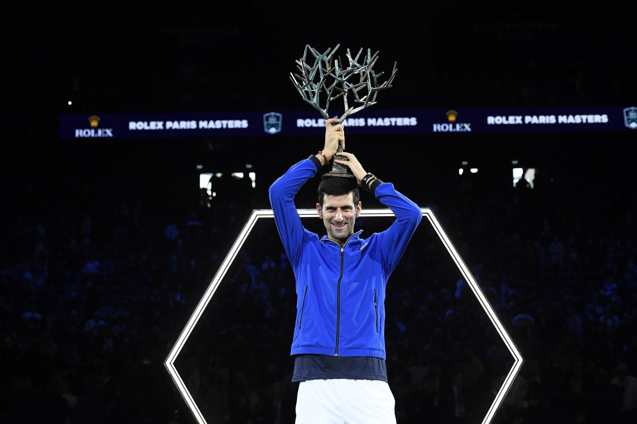 Djokovic derrota Shapovalov e ergue 34º título de Masters 1000