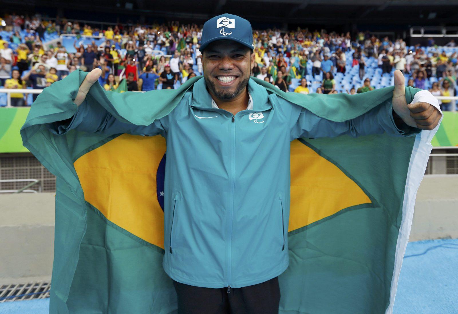 Claudiney Batista conquista inédito ouro no Mundial de atletismo paralímpico