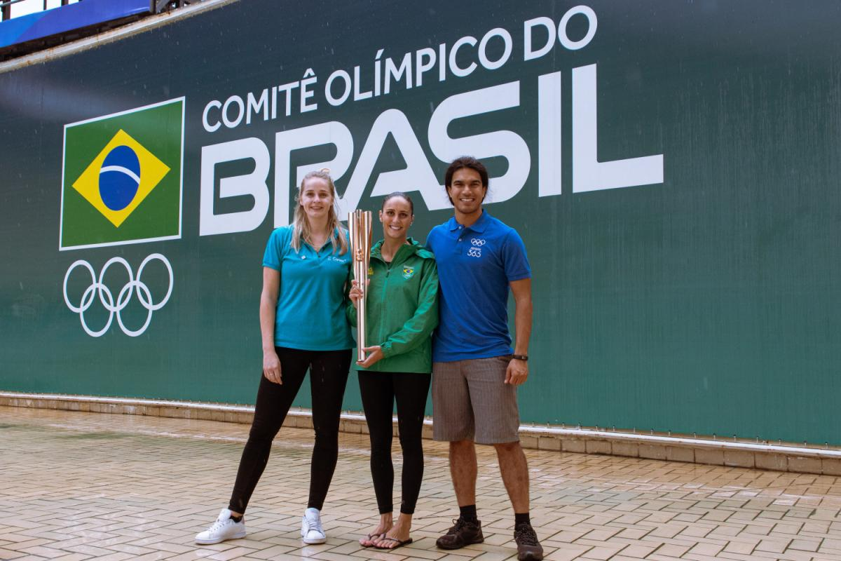 Comitê Olímpico do Brasil recebe tocha olímpica de Tóquio 2020