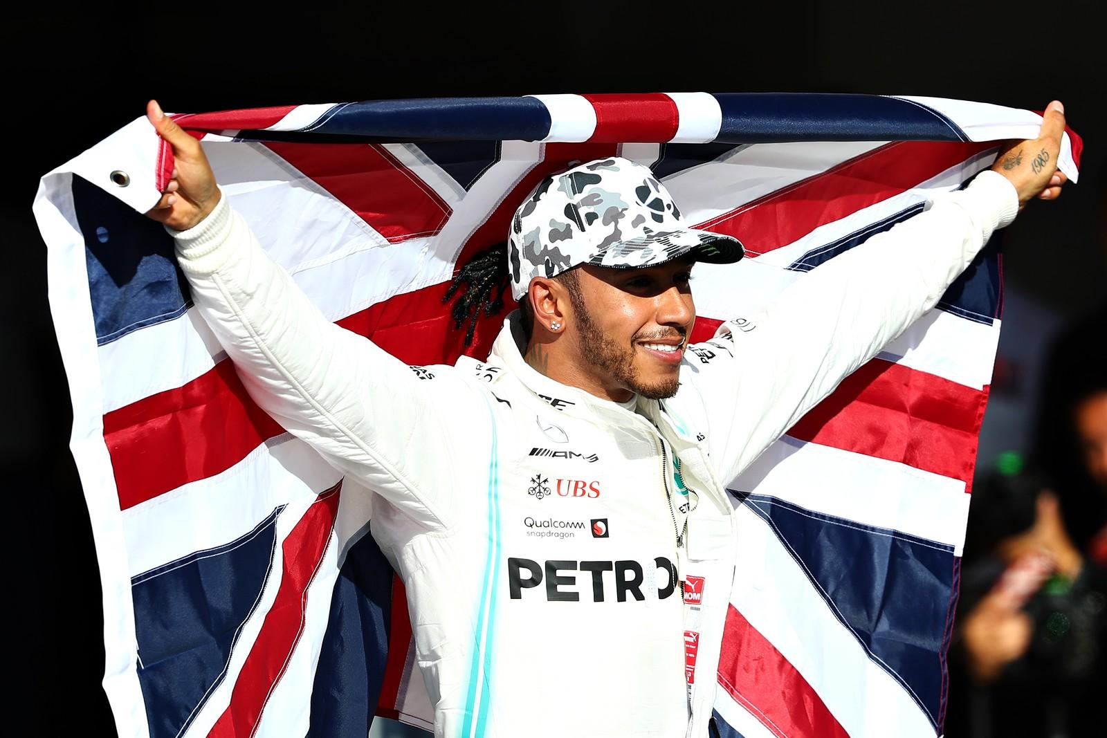 """Lewis Hamilton diz que precisou lutar """"contra os demônios"""" para conquistar o hexacampeonato"""