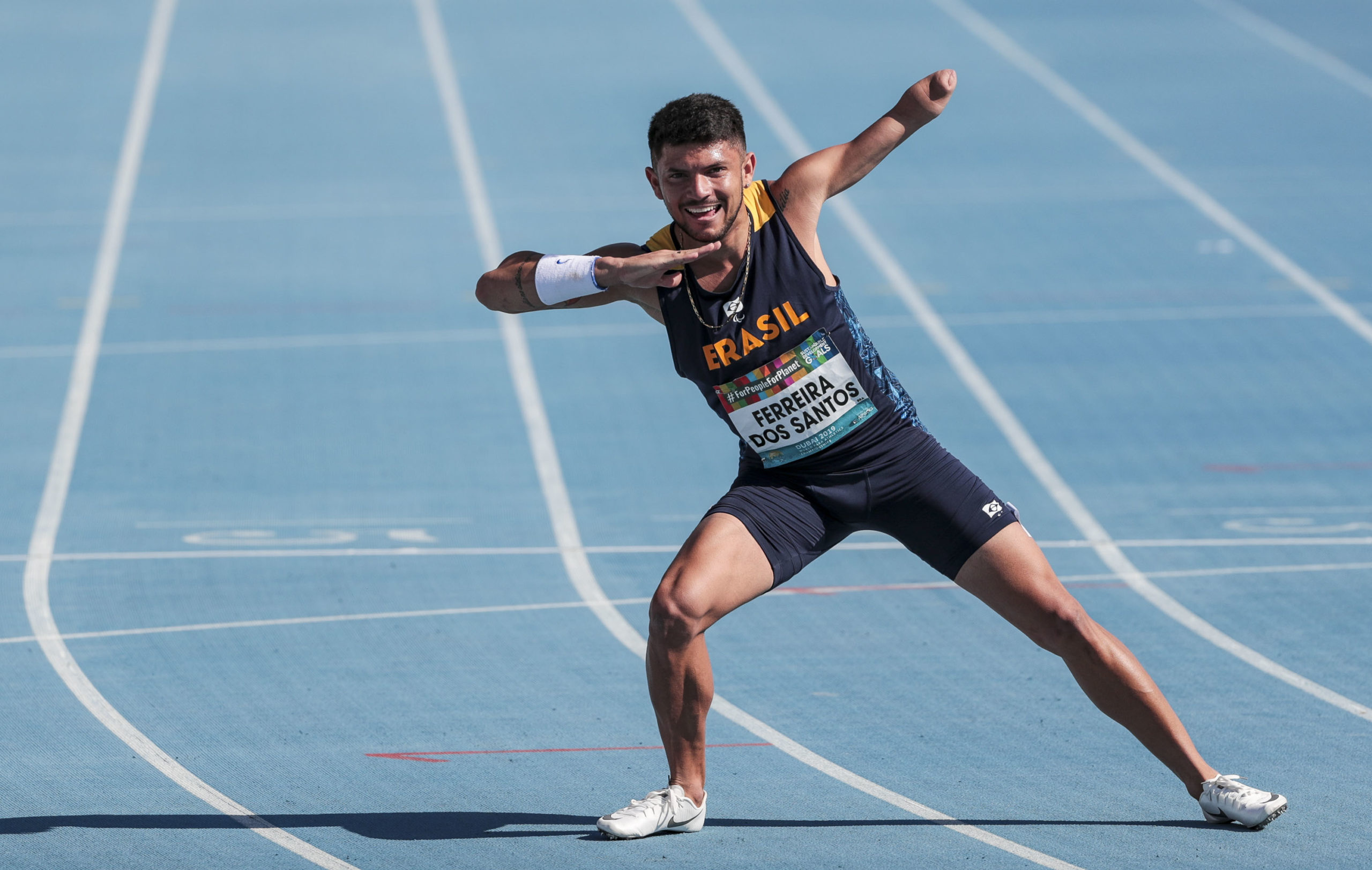 Petrúcio Ferreira bate recorde mundial dos 100m em Dubai
