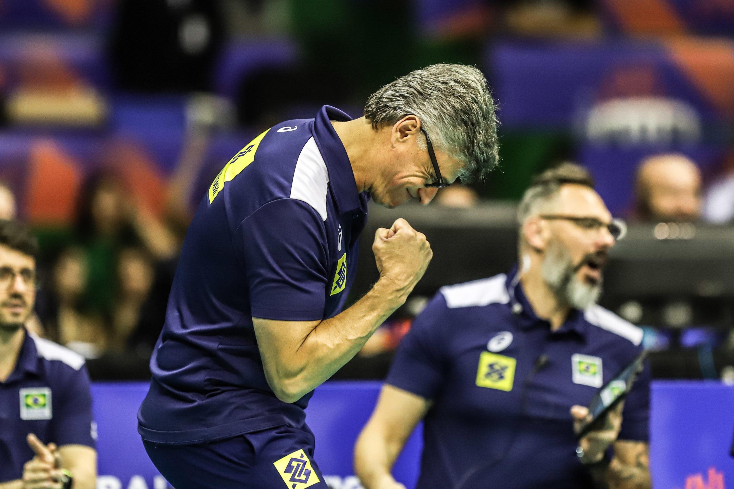 Renan Dal Zotto é eleito o melhor técnico de esportes coletivos do ano