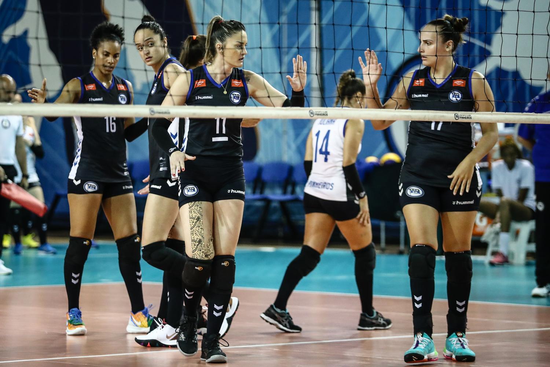 Superliga feminina de vôlei: Pinheiros vence Flamengo de virada