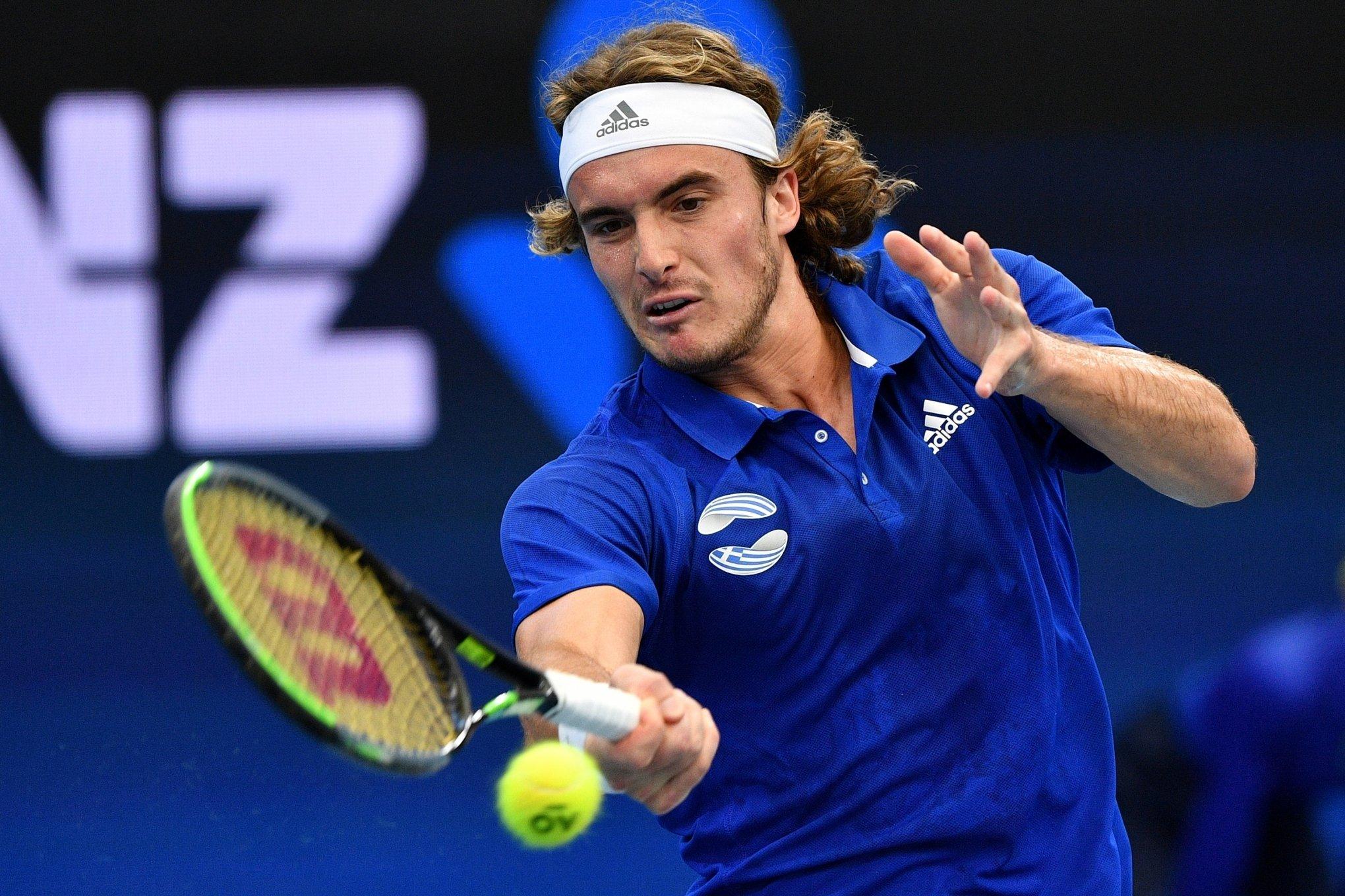 Stefanos Tsitsipas arrasa Alexander Zverev e iguala duelo na ATP Cup